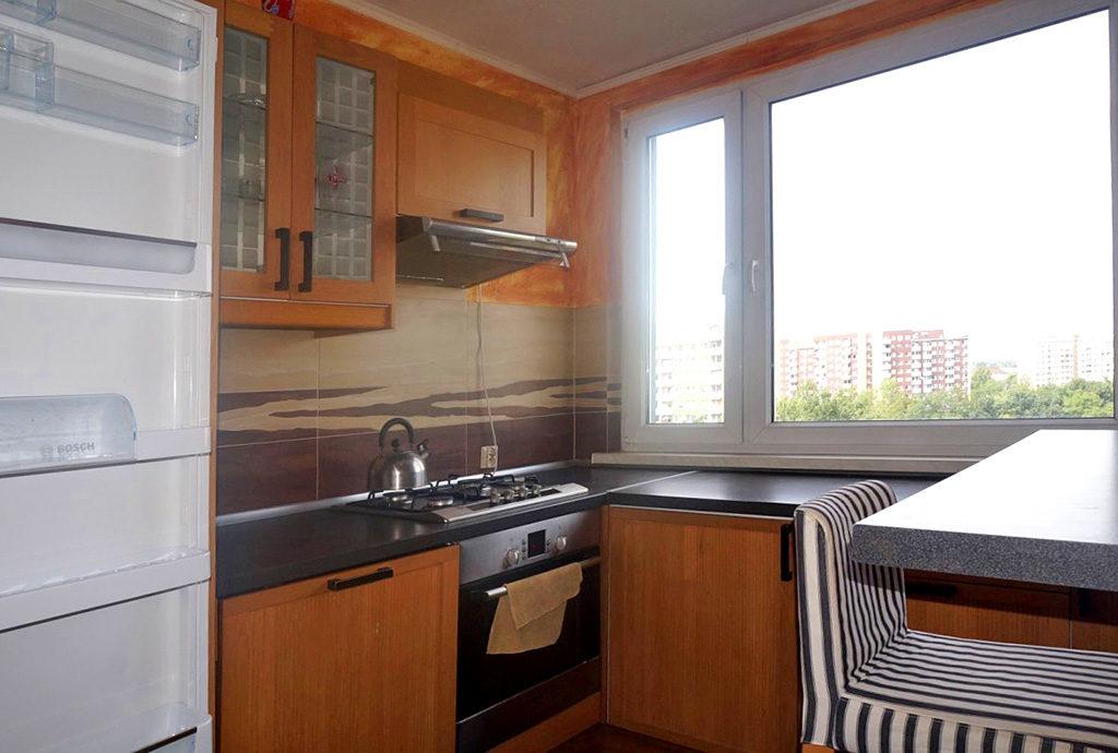 kuchnia w zabudowie w mieszkaniu do wynajmu Wrocław Psie Pole