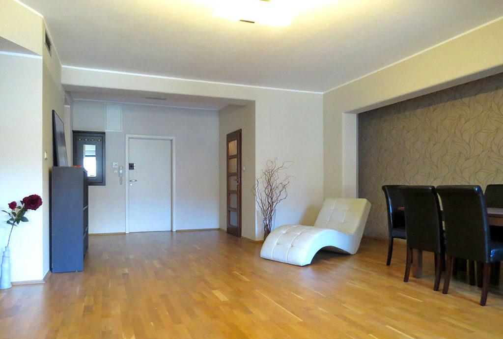 widok na luksusowy salon w mieszkaniu na wynajem Wrocław