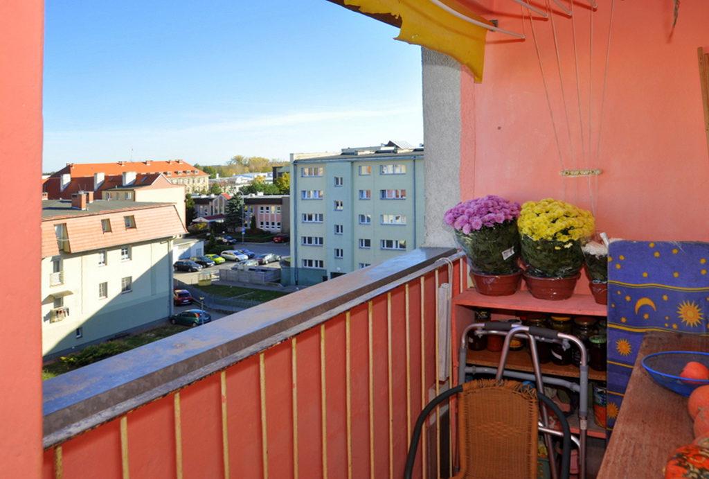 balkon z ładnym widokiem przy mieszkaniu do sprzedaży Wrocław (okolice)