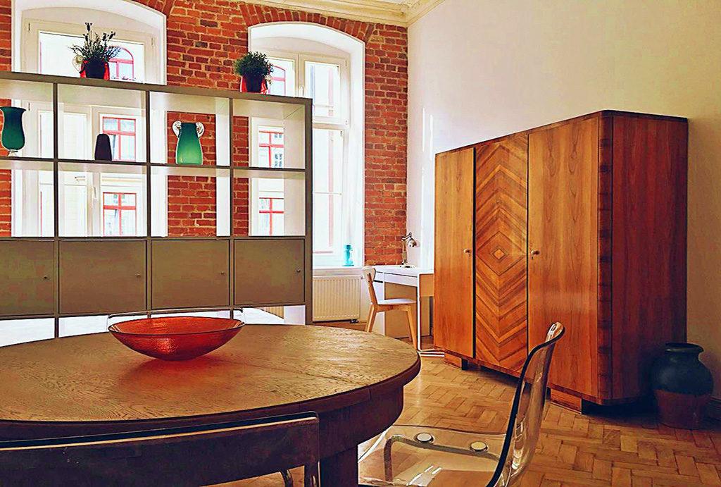 stylowo zaprojektowany i urządzony salon w mieszkaniu do wynajęcia Wrocław Śródmieście