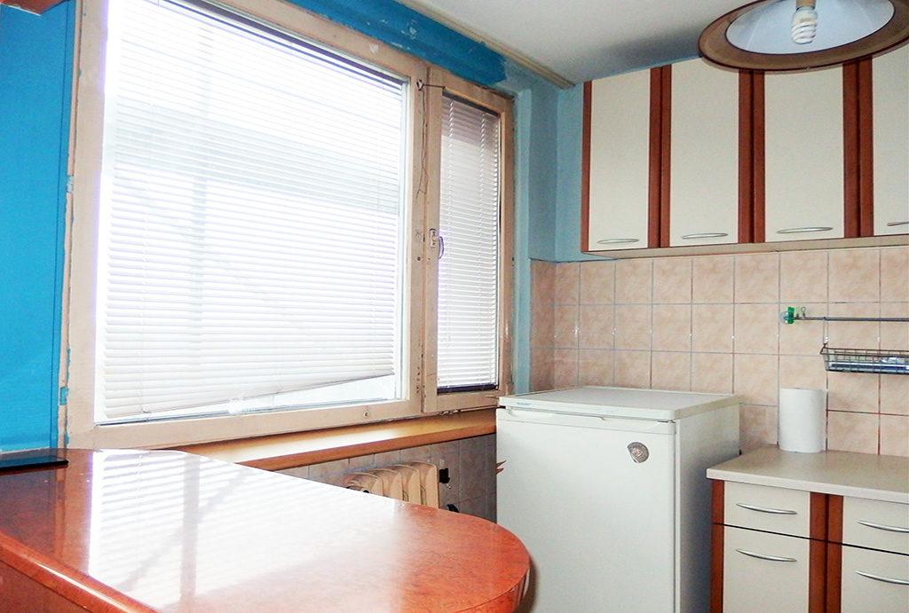 na zdjęciu zabudowana kuchnia w mieszkaniu do sprzedaży Wrocław Fabryczna