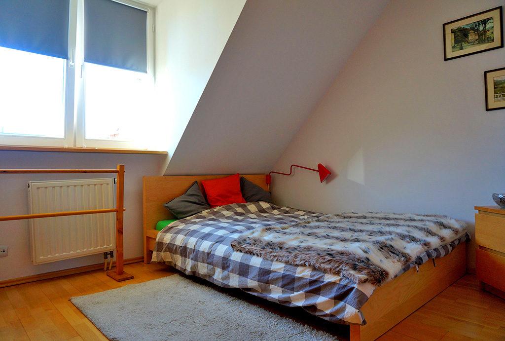 ekskluzywna i elegancka sypialnia w mieszkaniu na sprzedaż Wrocław Fabryczna