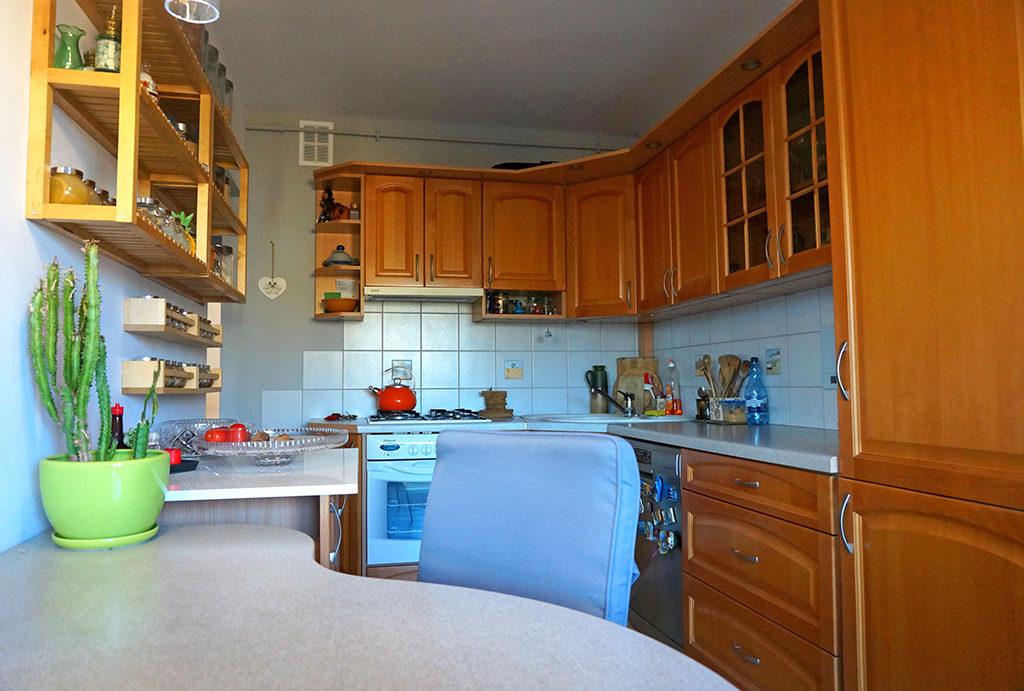 praktycznie umeblowana kuchnia w mieszkaniu Wrocław Fabryczna do sprzedaży