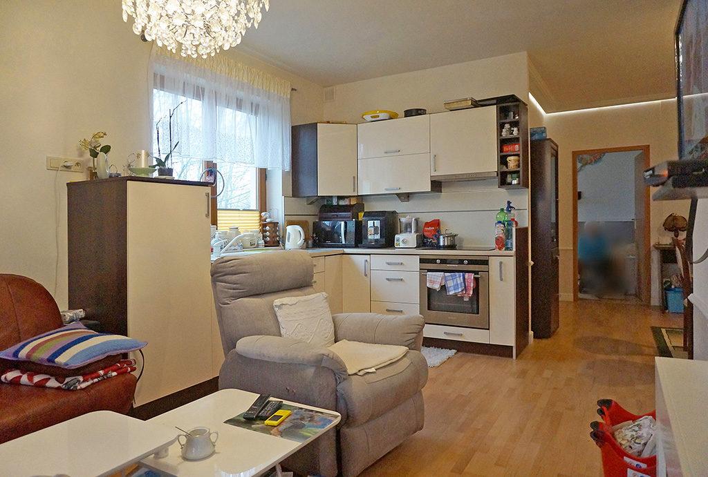 na zdjęciu aneks kuchenny w mieszkaniu do sprzedaży Wrocław Fabryczna