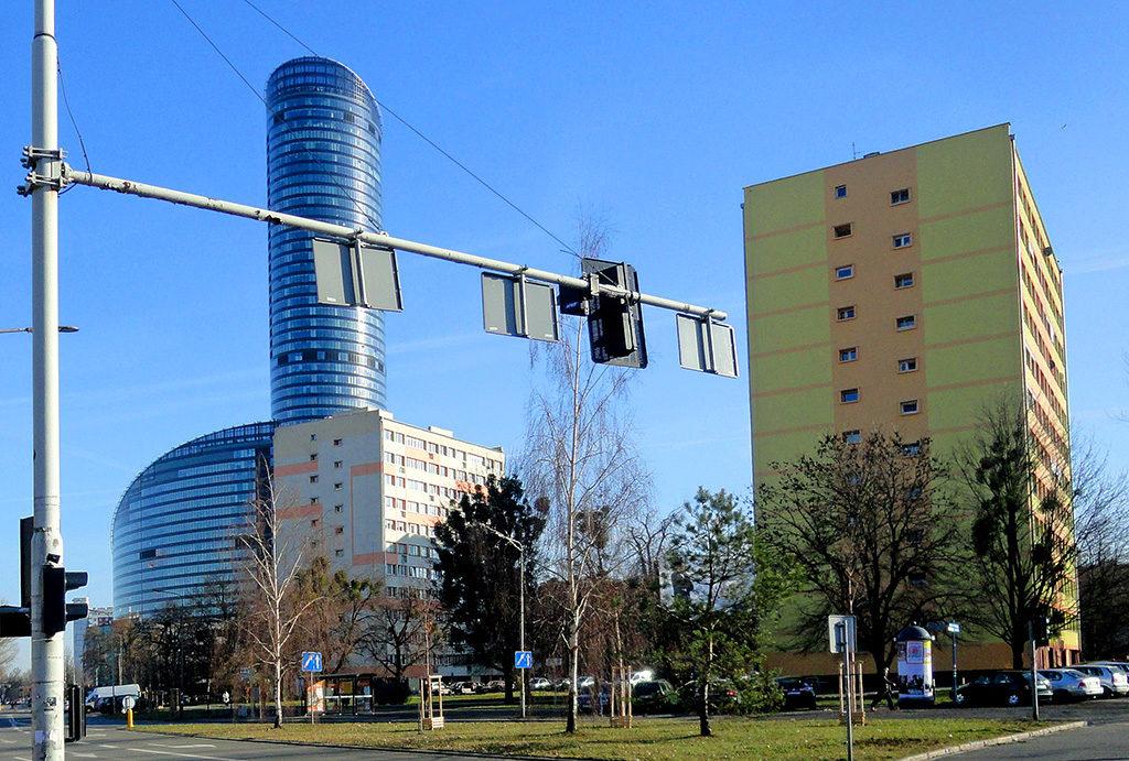 prestiżowa lokalizacja w pobliżu SkyTower to mocny atut mieszkania na sprzedaż Wrocław Krzyki