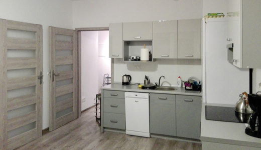 zabudowana i nowoczesna kuchnia w mieszkaniu na sprzedaż Wrocław Krzyki