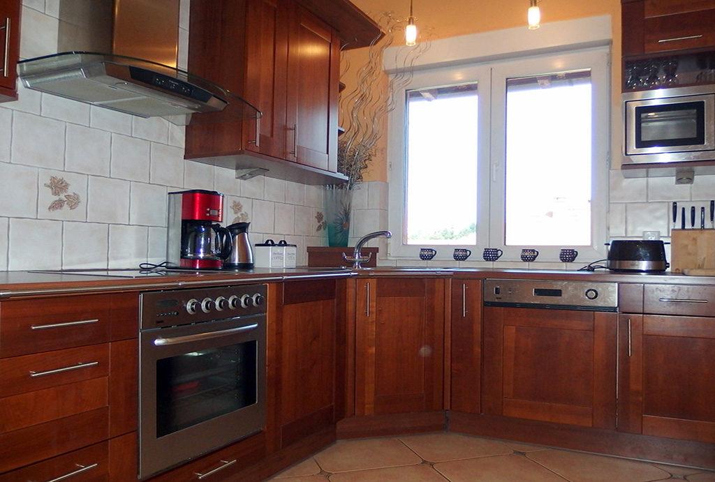 zabudowana komfortowo kuchnia w mieszkaniu do sprzedaży Wrocław Krzyki
