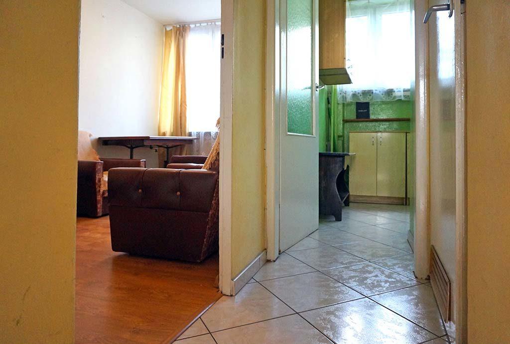 widok z przedpokoju na rozkład pokoi w mieszkaniu do wynajmu Wrocław