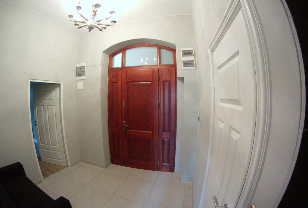 komfortowy hol w mieszkaniu do sprzedaży Wrocław Stare Miasto