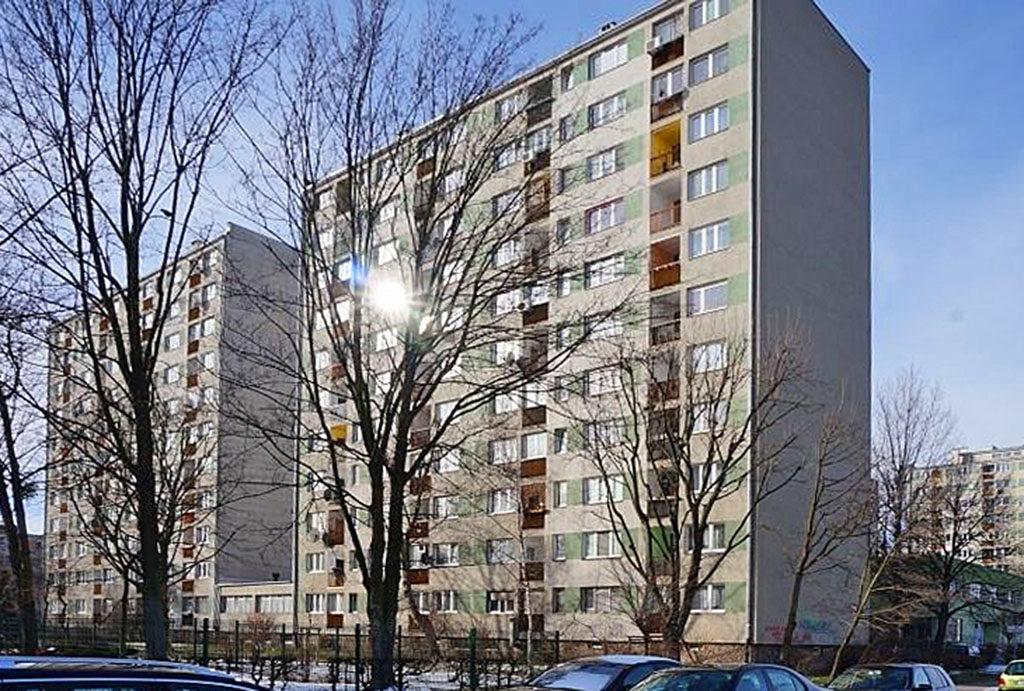 zdjęcie prezentuje wieżowiec, w którym znajduje się oferowane na sprzedaż mieszkanie Wrocław Stare Miasto