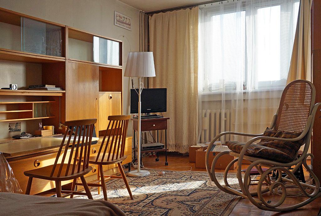 urządzony w stylu klasycznym salon w mieszkaniu na sprzedaż Wrocław Stare Miasto