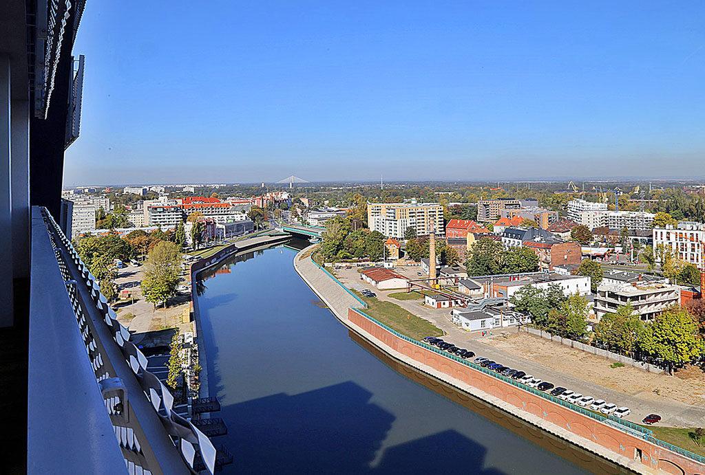 widok z balkonu na panoramę miasta w mieszkaniu na wynajem Wrocław Stare Miasto