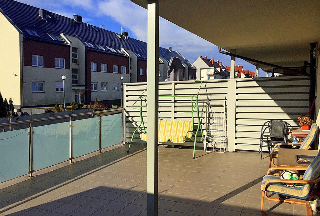 widok na przepiękny taras przy mieszkaniu na sprzedaż Wrocław (okolice)