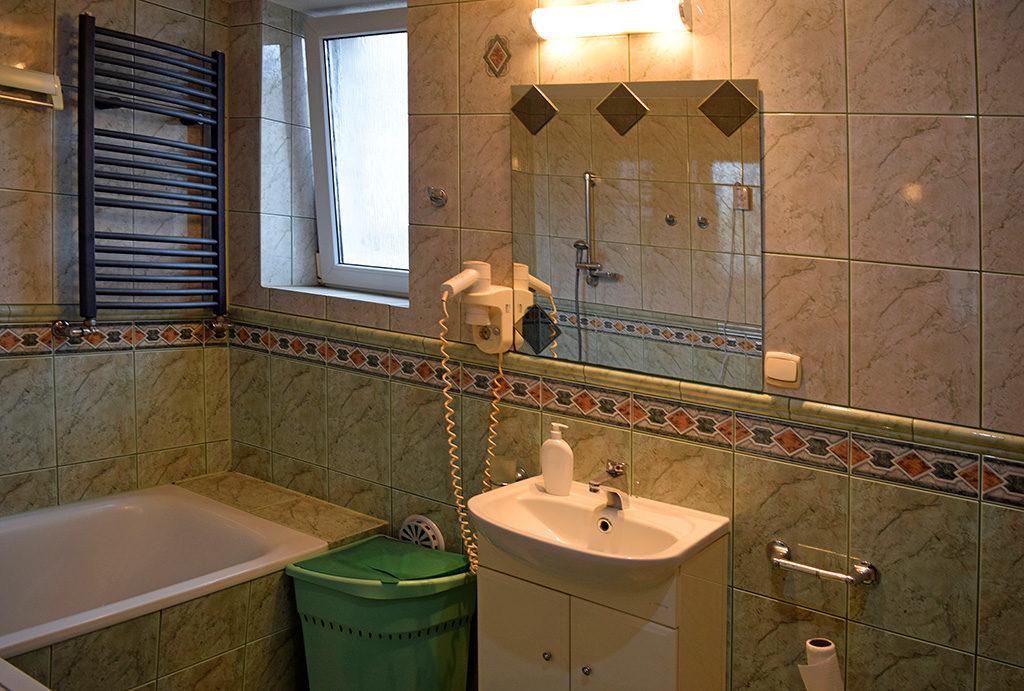 elegancka, wykończona łazienka w mieszkaniu na sprzedaż Wrocław (okolice)