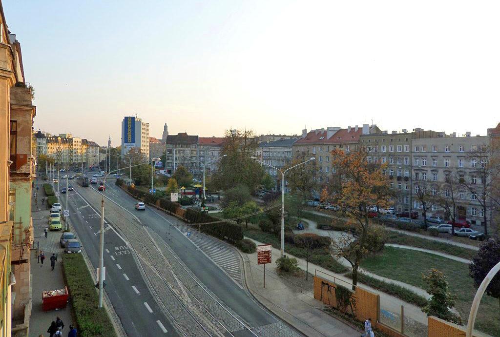 widok z balkonu na panoramę miasta w mieszkaniu do sprzedaży Wrocław Śródmieście