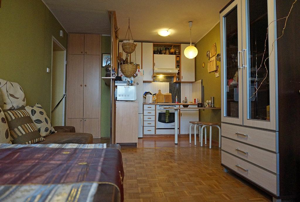urządzony w klasycznym stylu aneks kuchenny w mieszkaniu do sprzedaży Wrocław Fabryczna