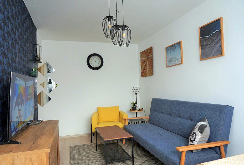 widok z innej perspektywy na salon w mieszkaniu do wynajmu Wrocław Fabryczna