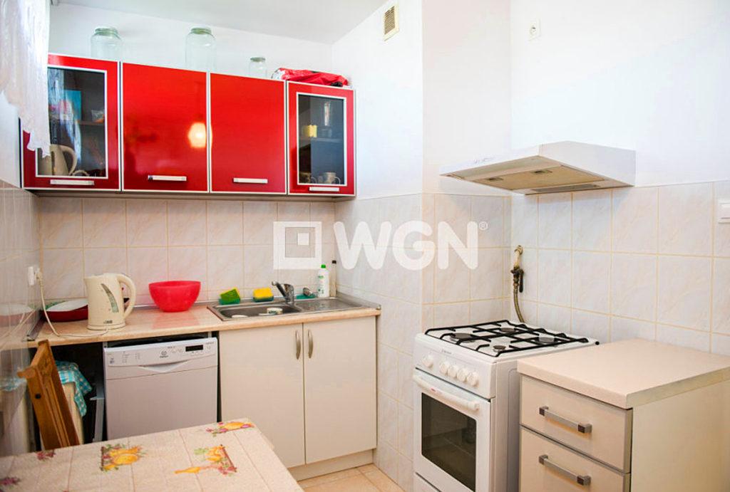 kuchnia w zabudowie znajdująca się w mieszkaniu na sprzedaż Wrocław Krzyki