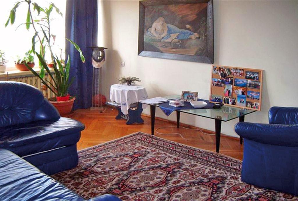widok z innej perspektywy na prestiżowy salon w mieszkaniu do sprzedaży Wrocław Stare Miasto