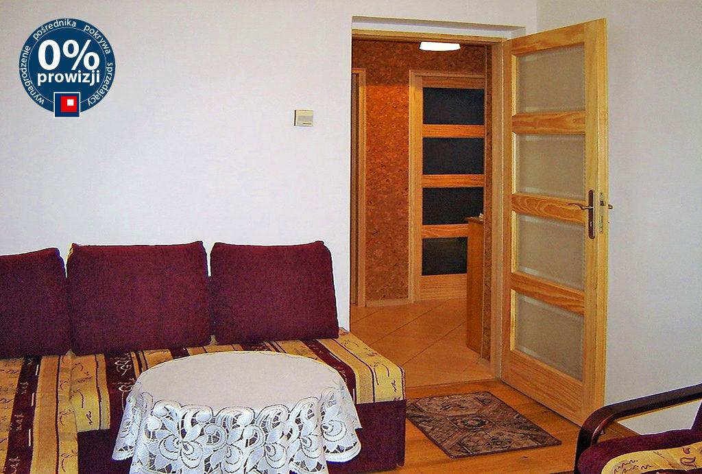 urządzony w klasycznym stylu salon w mieszkaniu do wynajęcia Wrocław Stare Miasto