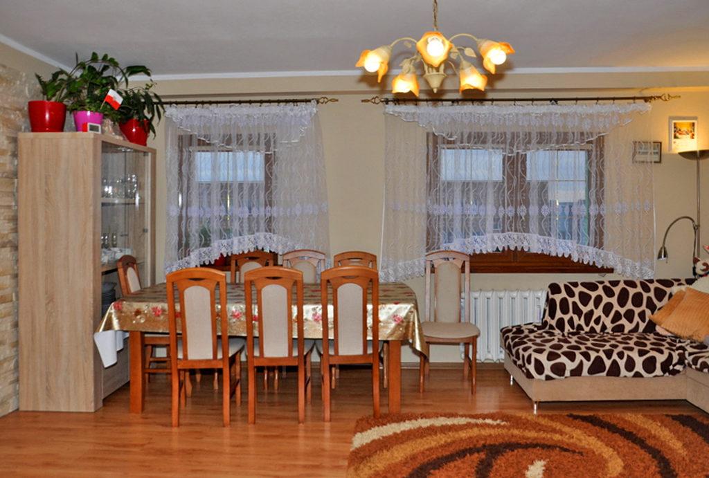 widok na prestiżowy salon salon w mieszkaniu na sprzedaż Wrocław (okolice)