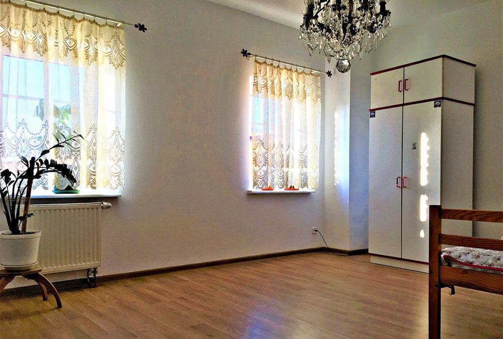 fragment jednego z pokoi w mieszkaniu do sprzedaży Wrocław (okolice)