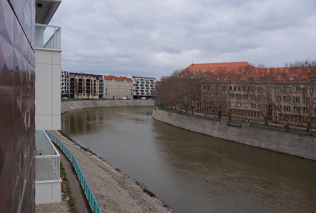 widok z tarasu na rzekę Odrę z luksusowego apartamentu na sprzedaż Wrocław Śródmieście
