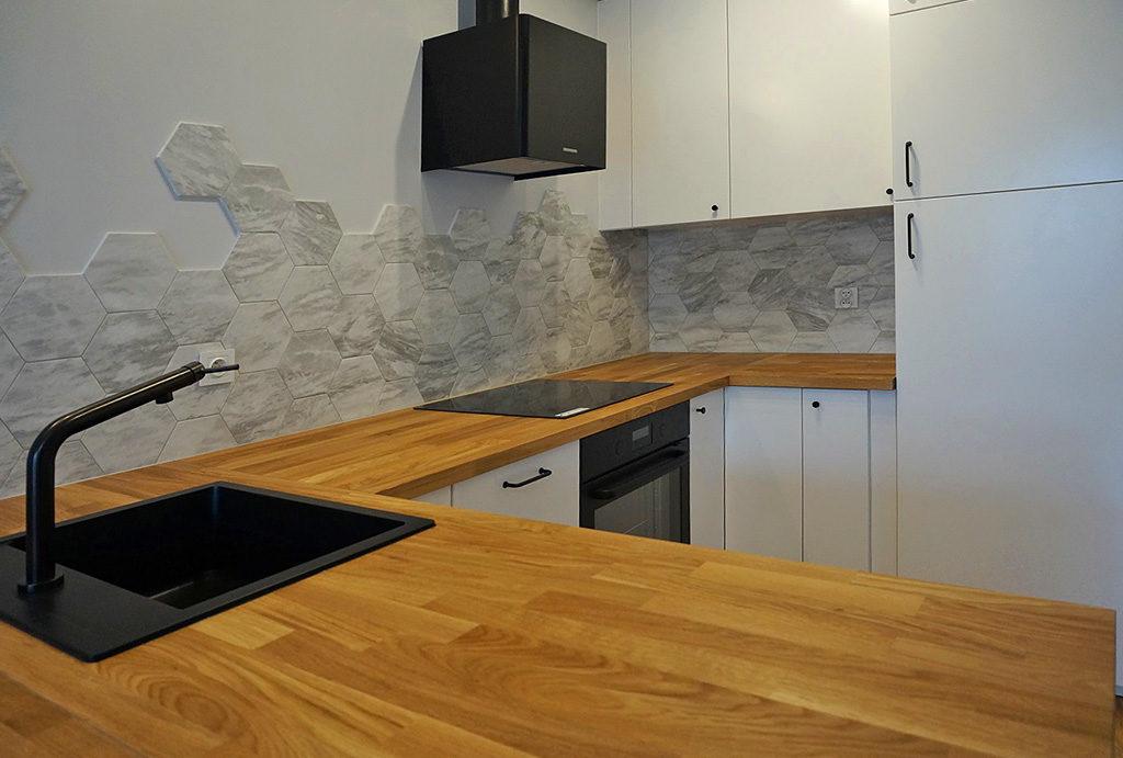 zabudowana komfortowo kuchnia w mieszkaniu do sprzedaży Wrocław Śródmieście