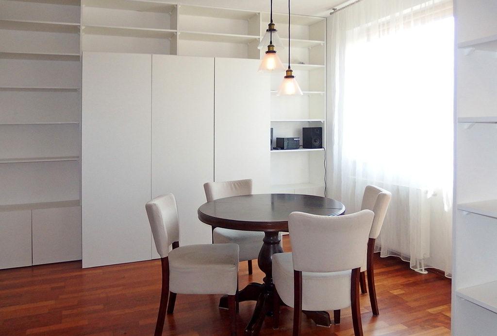 widok z salonu na jadalnię w mieszkaniu na sprzedaż Wrocław Fabryczna