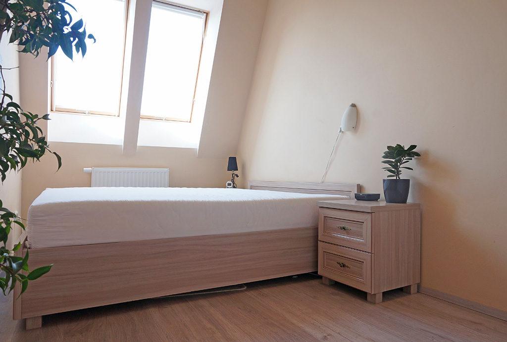 zaciszna, prywatna sypialnia w mieszkaniu do sprzedaży Wrocław Fabryczna