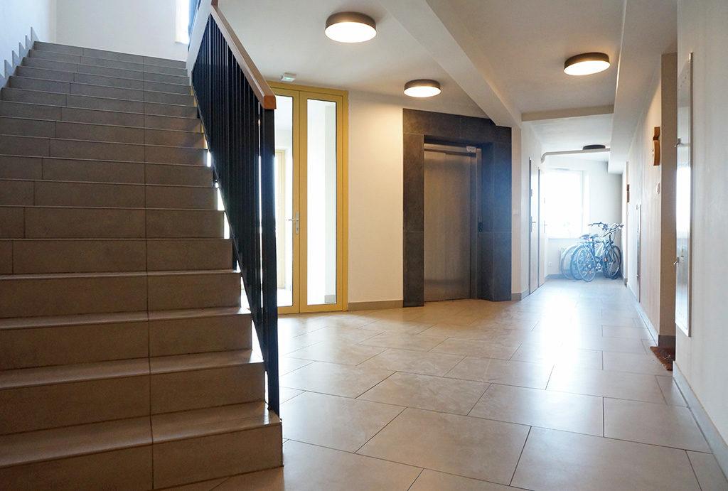 duży, przestronny hol w mieszkaniu do sprzedaży Wrocław Fabryczna