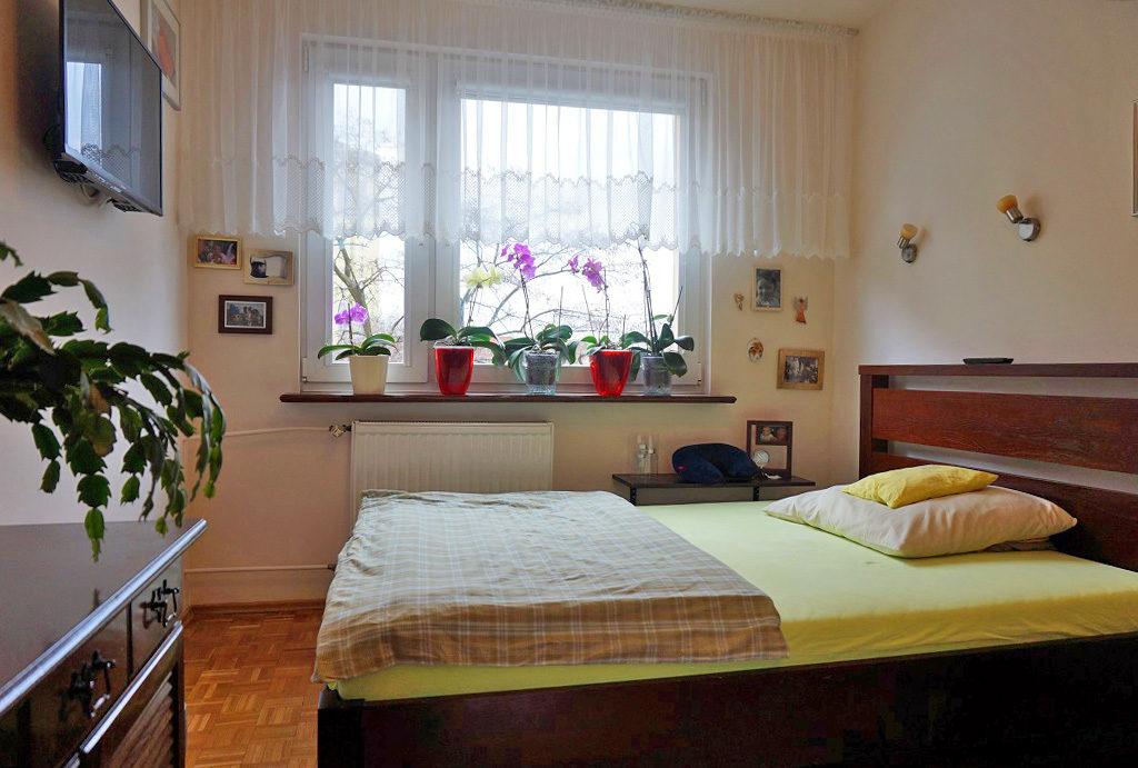 elegancka, zaciszna sypialnia w mieszkaniu do sprzedaży Wrocław Fabryczna