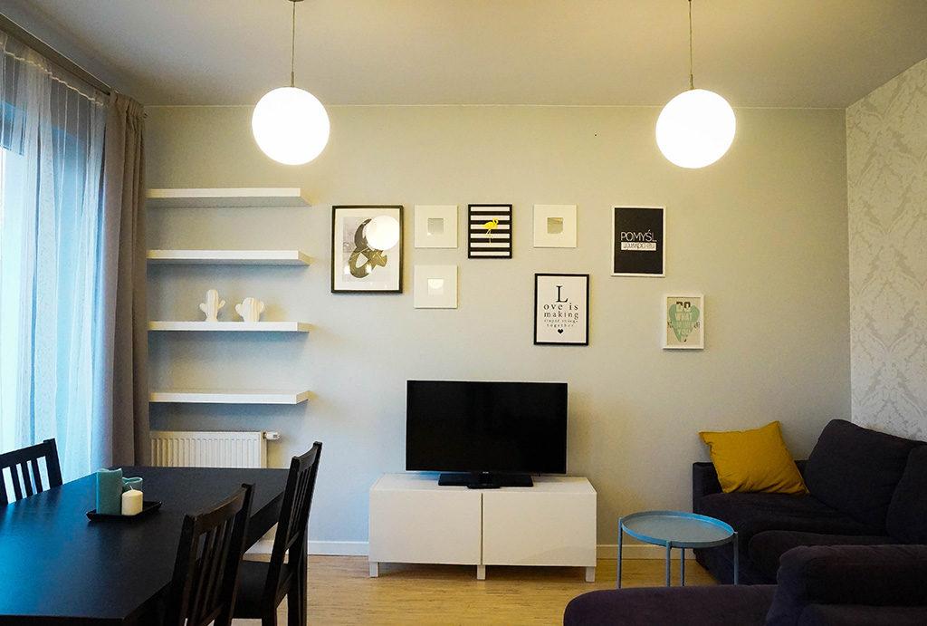 na zdjęciu salon w mieszkaniu do sprzedaży Wrocław Krzyki