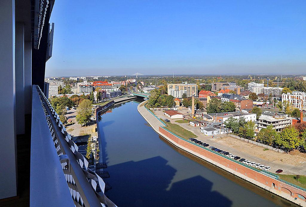 imponujący widok z tarasu na rzekę i panoramę miasta z mieszkania  do wynajęcia Wrocław Stare Miasto