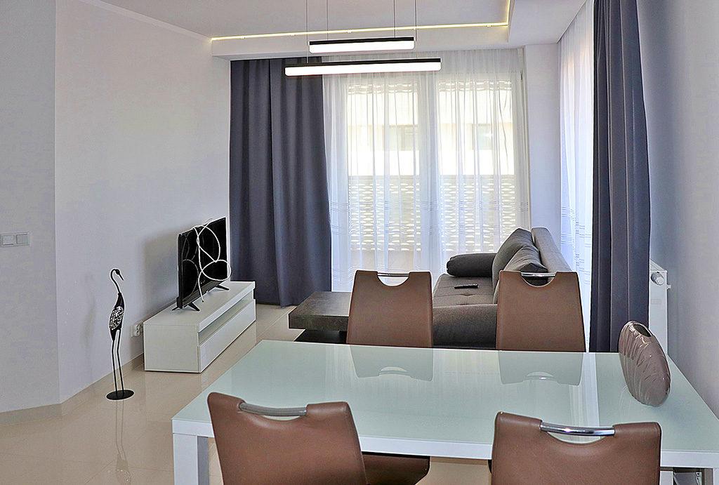 widok na salon i jadalnię w mieszkaniu do wynajmu Wrocław Stare Miasto