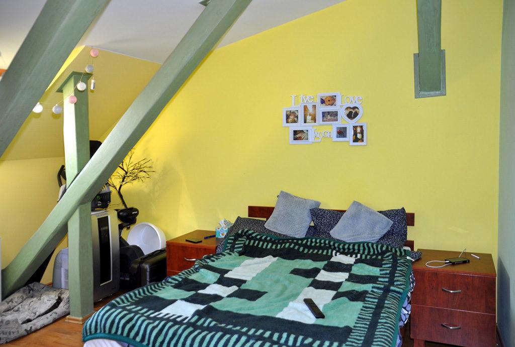 zaciszna, prywatna sypialnia w mieszkaniu na sprzedaż Wrocław (okolice)