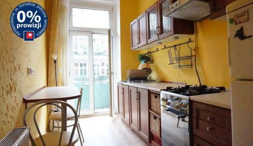 umeblowana w klasycznym stylu kuchnia w mieszkaniu na sprzedaż Wrocław Śródmieście