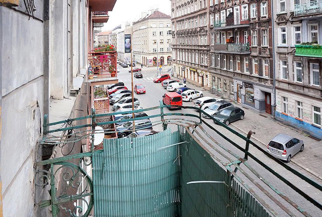 widok na ulicę z balkonu mieszkania do sprzedaży Wrocław Śródmieście