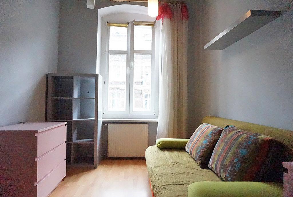 na zdjęciu sypialnia w mieszkaniu do sprzedaży Wrocław Śródmieście