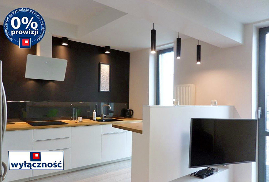 widok na kuchnię w zabudowie w mieszkaniu do wynajmu Wrocław Śródmieście