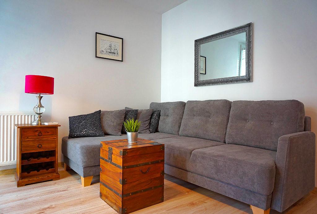 urządzony w klasycznym stylu salon w mieszkaniu do wynajęcia Wrocław Fabryczna