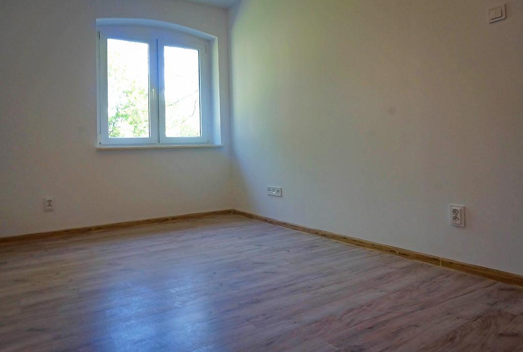 nieumeblowany salon w mieszkaniu na sprzedaż Wrocław Fabryczna