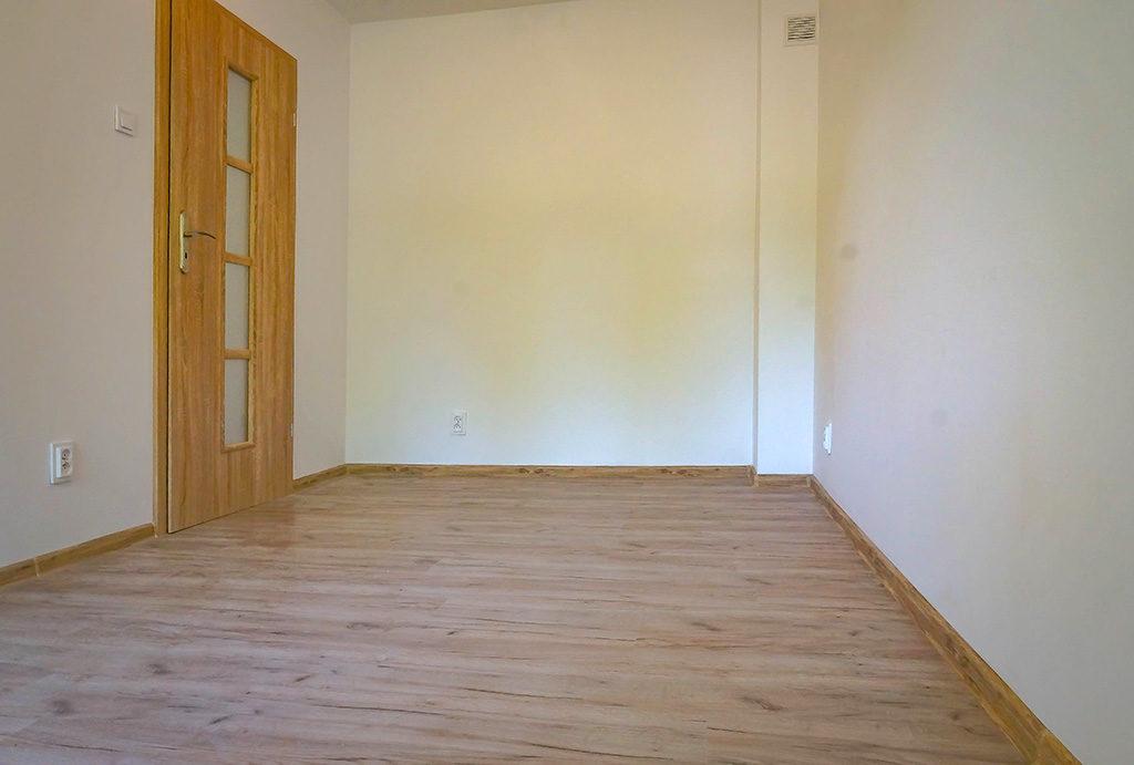 jeden z ustawnych pokoi w mieszkaniu na sprzedaż Wrocław Fabryczna
