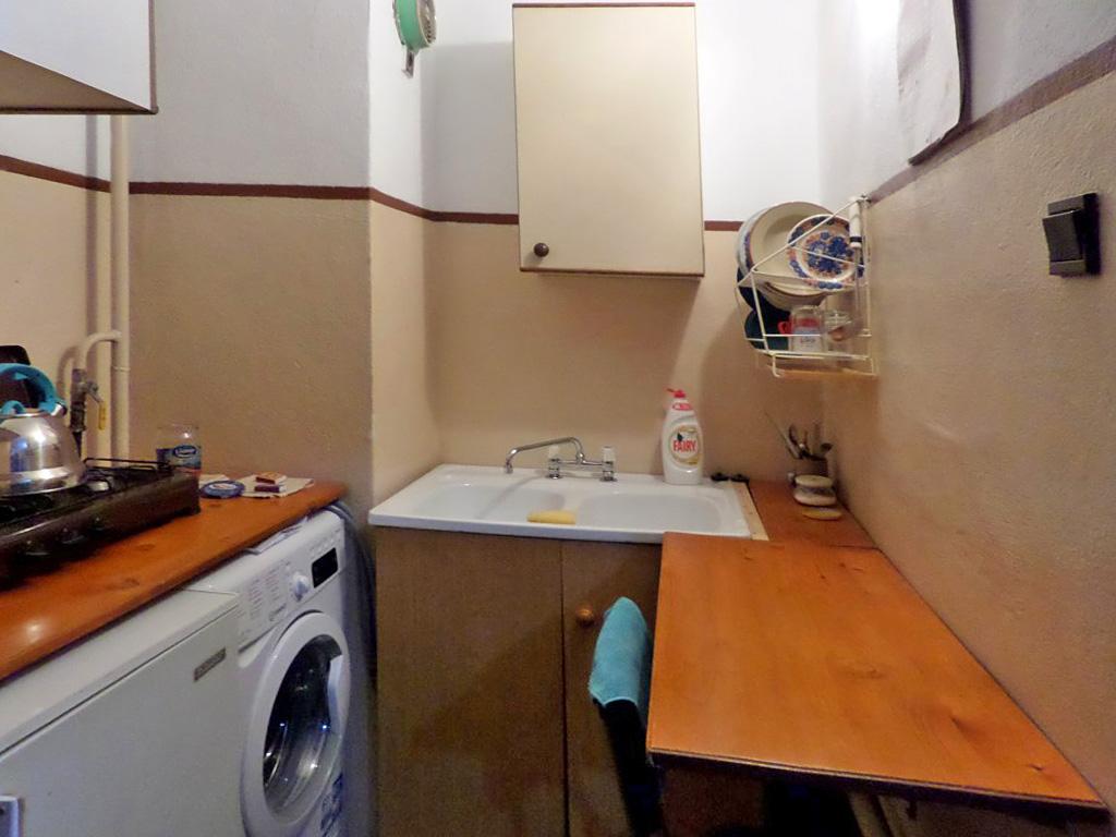 na zdjęciu zabudowana funkcjonalnie kuchnia w mieszkaniu na sprzedaż Wrocław Fabryczna