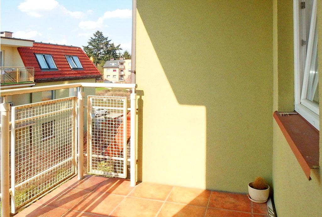 zapierający dech w piersiach widok z balkonu na okolicę w mieszkaniu do sprzedaży Wrocław Fabryczna