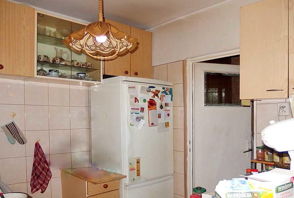 widok na kuchnię w mieszkaniu do sprzedaży  Wrocław Krzyki