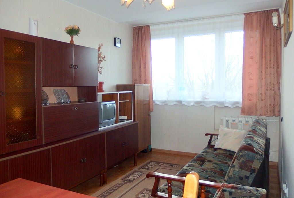 urządzony w stylu klasycznym salon w mieszkaniu na sprzedaż Wrocław Krzyki
