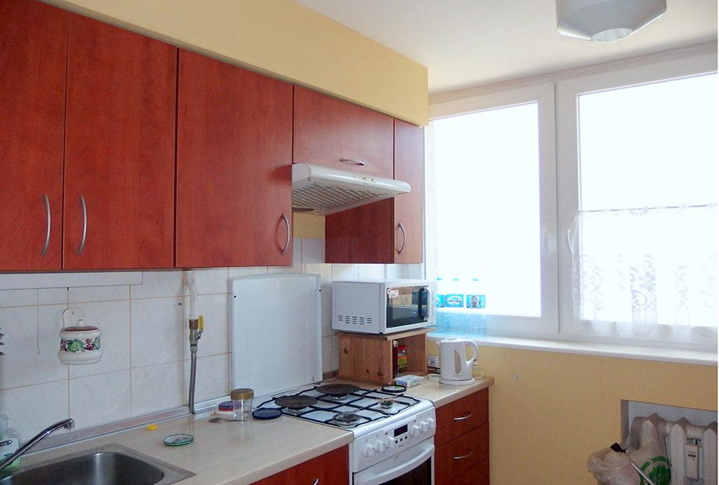 kuchnia w funkcjonalnej zabudowie w mieszkaniu na sprzedaż Wrocław Krzyki