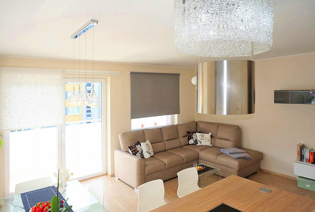 widok z innej perspektywy na komfortowy salon w mieszkaniu na sprzedaż Wrocław Krzyki