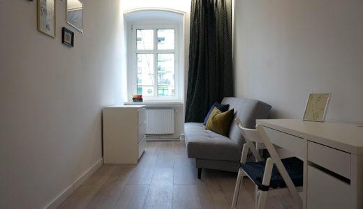 na zdjęciu zaciszna, prywatna sypialnia w mieszkaniu do sprzedaży Wrocław Krzyki